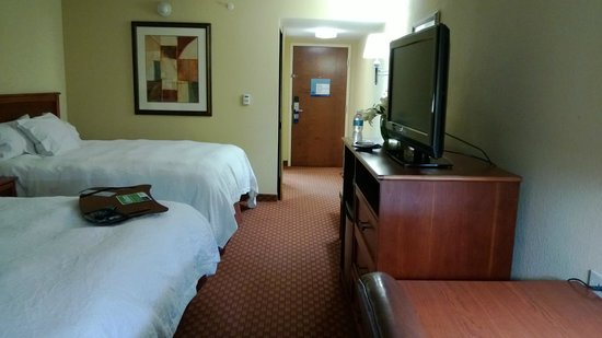Hampton Inn - McHenry: Correct picture of room, couldn't remove the others