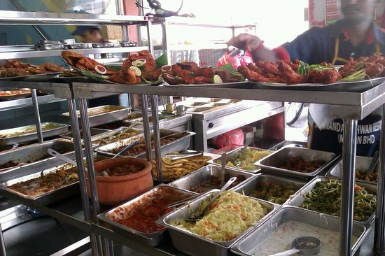 Sri Ananda Bahwan: A wide variety of dishes..