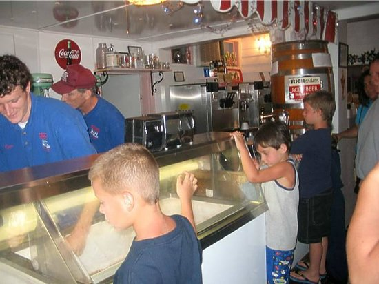 Muller's Old Fashioned Ice Cream Parlour: Anxiously awaiting their ice cream....