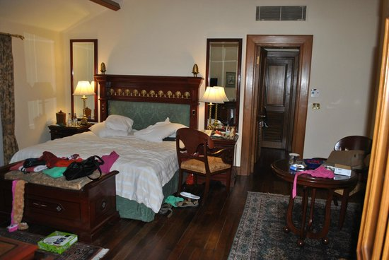 The Oberoi Cecil, Shimla : nice comfy bedroom