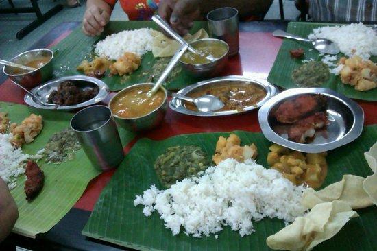 Sri Ananda Bahwan: Our yummy lunch!