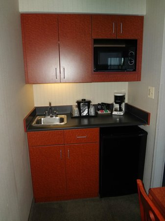 "La Quinta Inn & Suites Newark - Elkton: Very small ""kitchen"" area"
