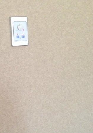 """Hilton Brisbane: Peeling """"refurbished"""" wallpapering"""