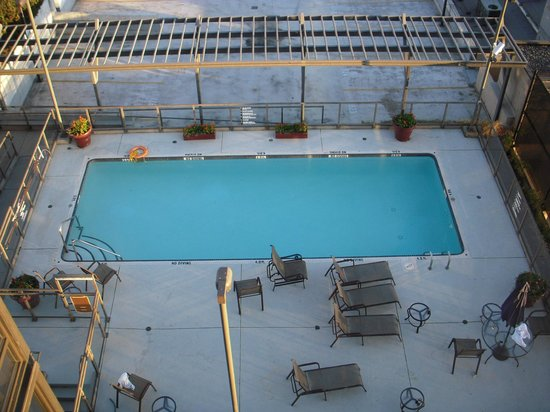 Hilton Vancouver Airport: Swimming pool