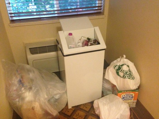 Candlewood Suites I-26 @ Northwoods Mall: Trash in Halls - 4