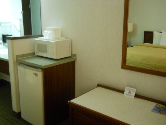 Comfort Inn & Suites Portland International Airport: Microwave, Fridge