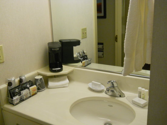 Courtyard Portland Downtown/Convention Center: Bathroom Sink and Coffeemaker. Separate from Toilet and Bathtub.