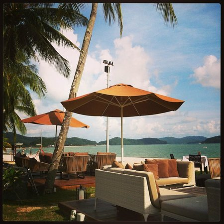 Meritus Pelangi Beach Resort & Spa, Langkawi: Cba where you can eat and drink right next to the beach