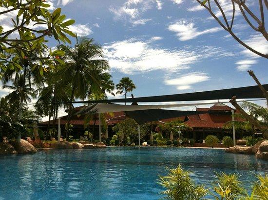 Meritus Pelangi Beach Resort & Spa, Langkawi: Main pool