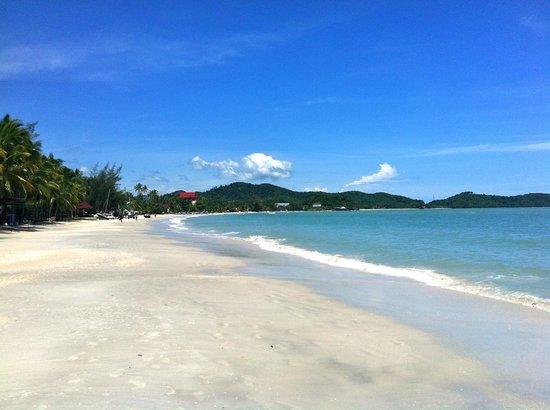 Meritus Pelangi Beach Resort & Spa, Langkawi: Pantai Cenang beach - lovely soft sand and warm water