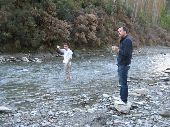 Queenstown Tours : At (and in) the Arrow River at the LOTR movie site