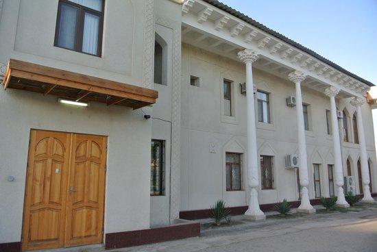 Siyavush Hotel: 外観