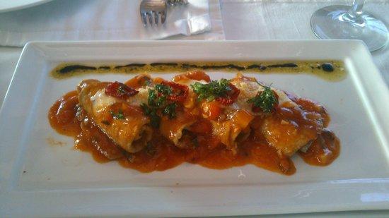 Cayenna Cocina del Mundo : Rollos de berenjena con salsa de tomate