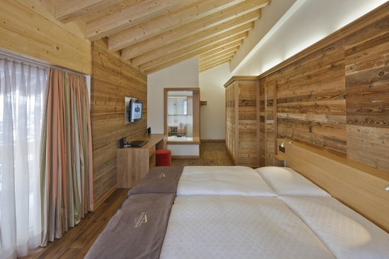 """Chalet Hotel Schoenegg : Room with view to the Matterhorn in the """"Petit Chalet"""""""