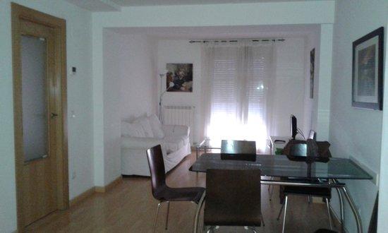 Apartamentos Auhabitat Zaragoza: Salón / Comedor