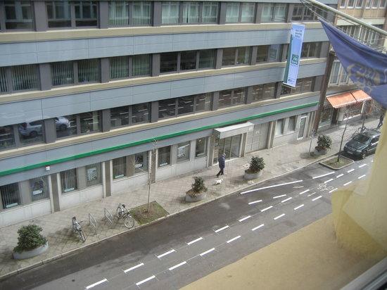 Bismarck Hotel : вид из окна номера 301