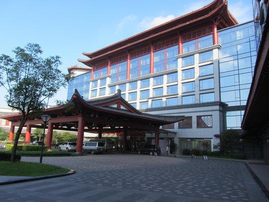 Shangri-La Hotel Guilin: Exterior - entrance