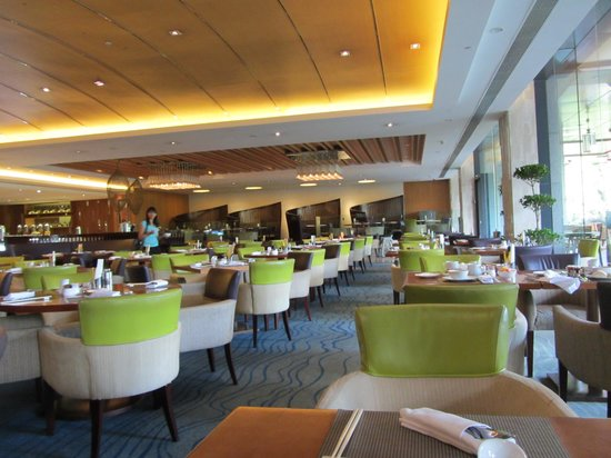 Shangri-La Hotel Guilin: Restaurant serving a breakfast buffet