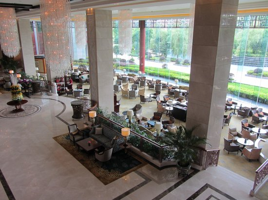 Shangri-La Hotel Guilin: Looking down on the Lobby Lounge