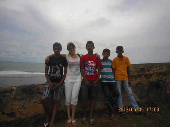 Fort De 19 Villa : me and local boys