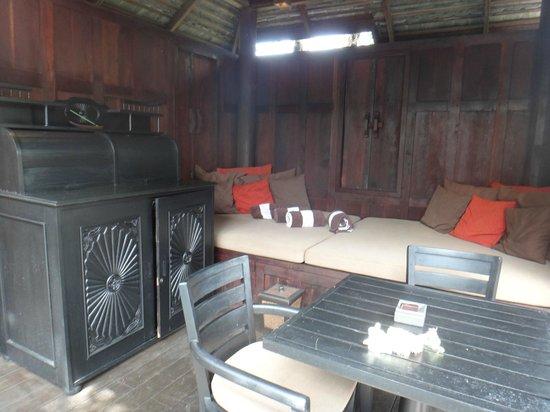 Anantara Mai Khao Phuket Villas: sals in the fgarden