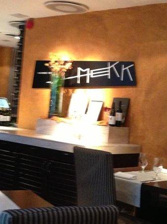 Restaurant  MEKK: Добавить подпись