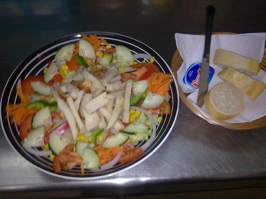 Jolly Roger : hmm lovely chicken salad