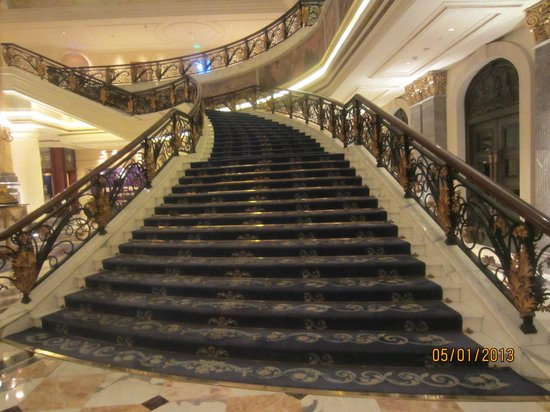 Legendale Hotel Beijing: Grand Staircase