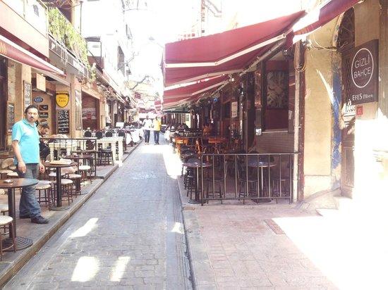 Krependeki Imroz Restaurant : An der Strasse