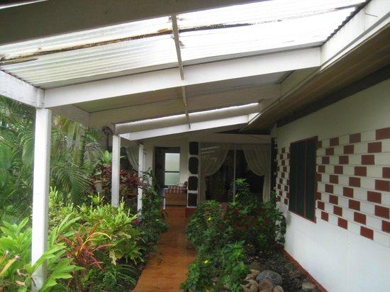 Aloha Nui: Walkway to the dining area