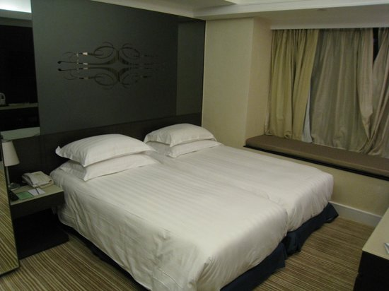 Harbour Plaza 8 Degrees: twin room