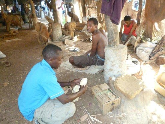 Ndohakashani Tours: Artigianato del legno
