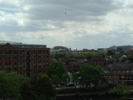 Novotel Cardiff Centre: dull day - vibrant view