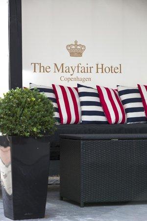 First Hotel Mayfair: Court yard