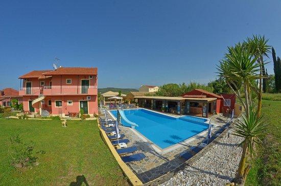 Othonas Apartments: Pool Area