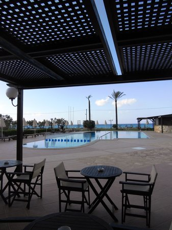 Asterion Hotel Suites and Spa: Pool view from the bar