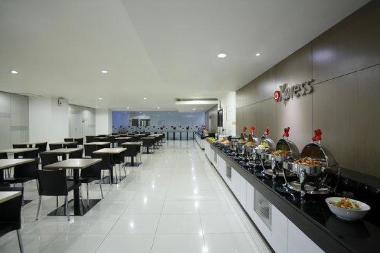 Amaris Hotel Mangga Dua Square: @Xpress restaurant buffet corner