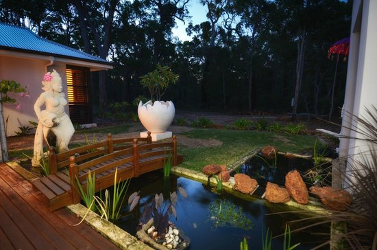 """Seclusions"" of Yallingup: Front gardens"