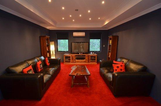 """Seclusions"" of Yallingup: Cinema Lounge"