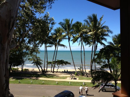 Alassio Palm Cove: Looking out-picture perfect