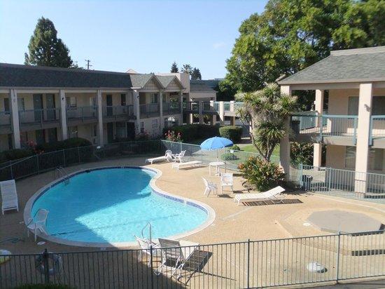 Days Inn by Wyndham Redwood City: Pool