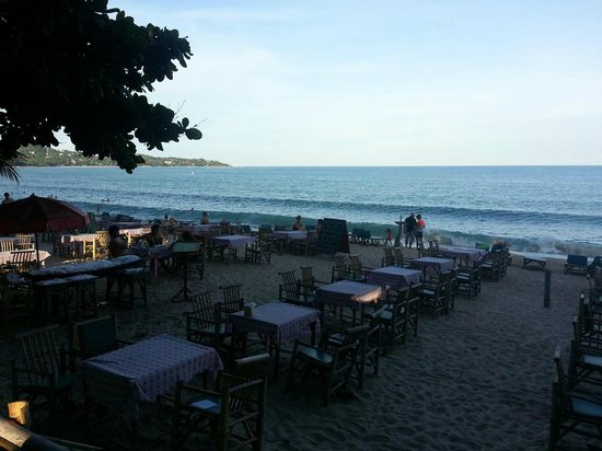 Lamai Wanta: Just down the beach from the hotel