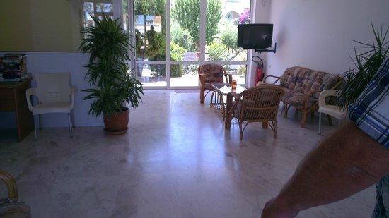 Niriides Hotel Apts Studios: Entrance Hall