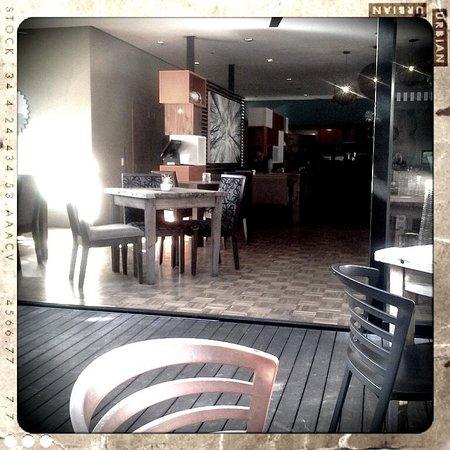 Angelos Cafe: Cool Urban 70's retro of Angelos in Walmer, Port Elizabeth