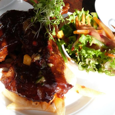 Moutere Hills Vineyard & Cafe: Best ever spare ribs