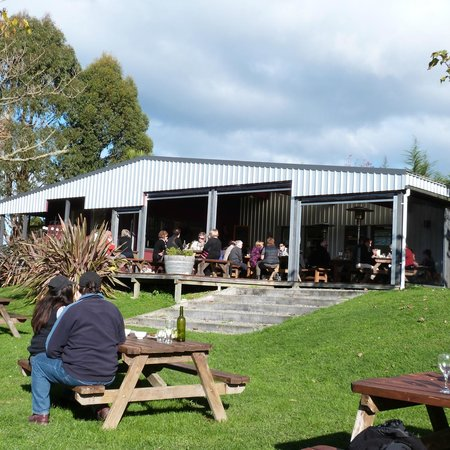 Moutere Hills Vineyard & Cafe: Goof food ,good company and a perfect day