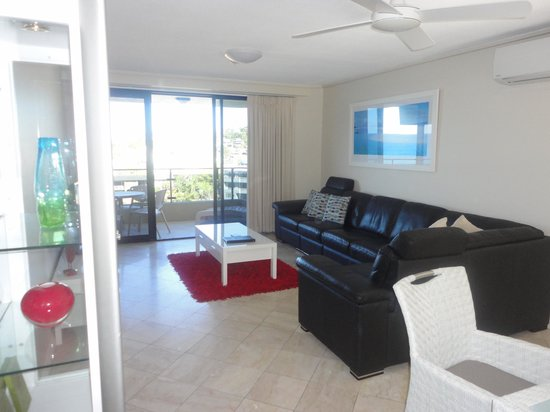 Clubb Coolum Beach: Comfortable living area