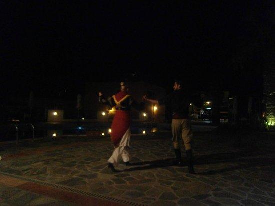 Sunrise Apartments: bbq night, greek dancing