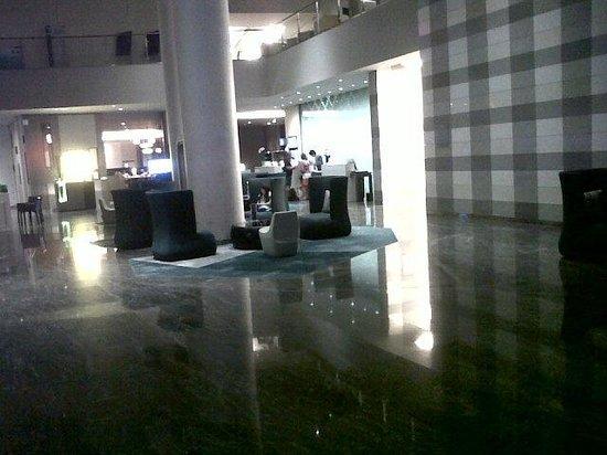 Novotel Bangkok Platinum Pratunam: The main Reception (on 6th floor)