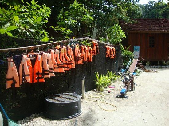 D'Ayumni House: life jackets